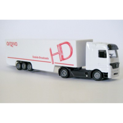 ARTICULATED TRUCK AND SIDE SKIRT TRAILER MODEL in White